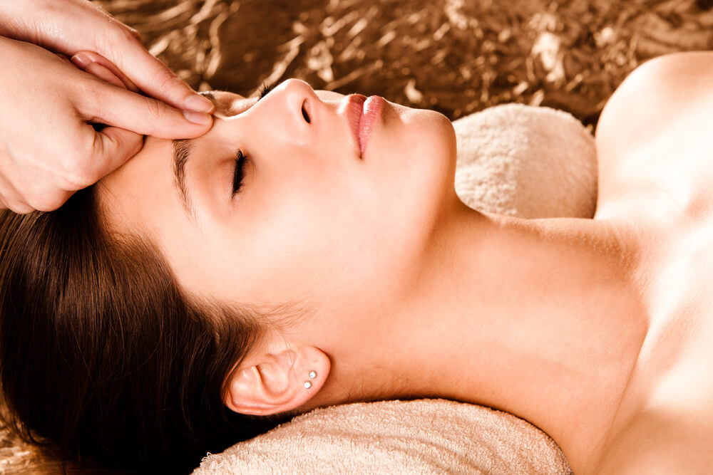 The Benefits and Uses of Acupressure Therapy
